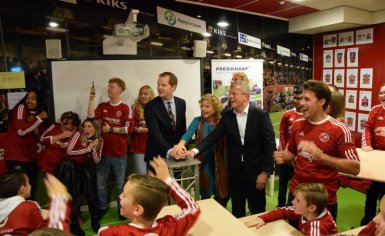 Samenwerking Presikhaaf Schoolmeubelen & Playing for Success Almere